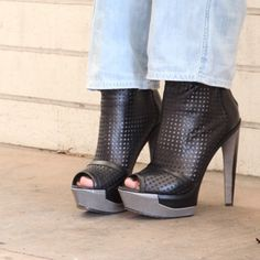 @brian_atwood booties know that SoleMates are essential because #thesexisintheheel and #crackiswhack !! Show us your #shoefies and keep your feet sweet with @buysolemates ❤️