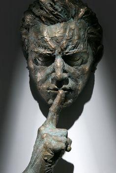 Matteo Pugliese, Extra Moenia, Segreto, particolare