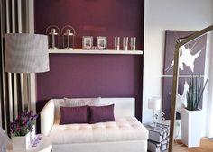 salon de design moderne en violet et blanc