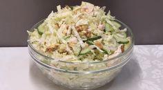 В его составе самые простые ингредиенты, которые обязательно найдутся на любой кухне. Для заправки мы будем использовать растительное масло, поэтому салат получается по-настоящему диетическим (из разряда «Правильное питание»). Сочетание овощей, куриного филе, яблок и грецких орехов поражает не только воображение: остановиться невозможно, пока не исчезнет все, до последней крошки.