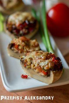 Pieczarki nadziewane warzywami/ Mushrooms stuffed with vegetables Vegetarian Recipes, Cooking Recipes, Healthy Recipes, Good Food, Yummy Food, Czech Recipes, Salty Foods, Xmas Food, Food Platters