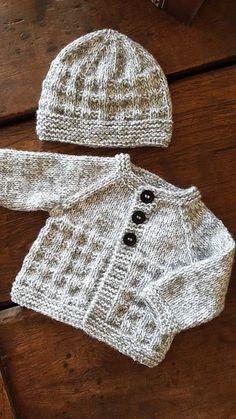 Baby Cardigan Knitting Pattern Free, Knitted Baby Cardigan, Knit Baby Sweaters, Easy Knitting Patterns, Knitting For Kids, Free Knitting, Free Childrens Knitting Patterns, Baby Sweater Patterns, Cardigan Bebe