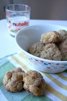 oven baked apple cinnamon donuts. @Paige Stoecklein, it's baked!! we should try this :)