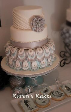 Peacock cake with brooch