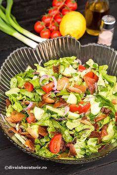 """Salata """"Fattoush"""" este una din cele mai cunoscute salate din orientul Mijlociu, servita ca fel de mancare in categoria """"Mezze""""(aperitive). Healthy Breakfast Recipes, Healthy Recipes, Healthy Food, Romanian Food, Lebanese Recipes, 30 Minute Meals, Cobb Salad, Healthy Living, Food And Drink"""