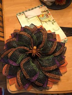 Halloween Door Wreaths, Christmas Wreaths, Apartment Projects, Fall Decor, Holiday Decor, Mesh Ribbon, How To Make Wreaths, Gift Wrapping, Bows
