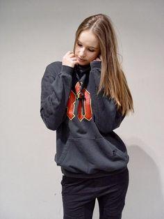 Urban Style for Her Smart Styles, Dress First, Grey Hoodie, Urban Fashion, Street Style, Gray, Hoodies, Women, Sweatshirts