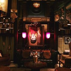 Shanghai - Salon de Ning, is a bar, boudoir style where each table is in a private room, decorated with a special theme. One of them is upside down.