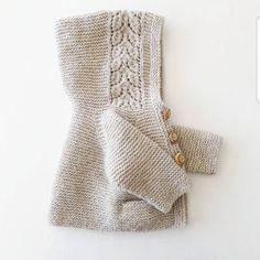 • T h r o w B a c k • ...snart 2 år siden allerede! Måske jeg snart skulle sende lidt kærlighed efter denne skønhed ♡ #throwback #tbt #hjemmestrik #strikkemamma #northernchild_knits #mydesign #mypattern #babyknits #knitsforbaby #babystrik #babystrikk #knittersofinstagram #knittersoftheworld #knitstagram #knitdesign #alvashoodie #følgstrikkere #blackhillhøjlandsuld #garnudsalg @garnudsalg