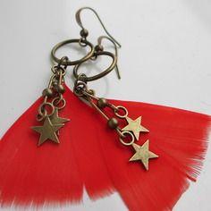 Boucles d'oreilles plumes et bronze, perles et breloques étoiles couleur bronze, anneaux et crochets de bronze