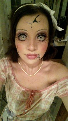 33 Totally Creepy Makeup Looks To Try This Halloween Creepy doll costume tutorial… yep, seriously thinking about doing this. Creepy Doll Costume, Creepy Doll Makeup, Scary Makeup, Creepy Dolls, Costume Makeup, Costume Halloween, Awesome Makeup, Broken Doll Costume, Broken Doll Makeup
