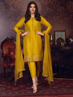 Making Luxury-Festive Outfits With Zaaviay Arzish Collection Spring Formal Dresses, Two Piece Formal Dresses, Pakistani Formal Dresses, Formal Dresses With Sleeves, Formal Dresses For Teens, Pakistani Dress Design, Formal Dresses For Weddings, Baggy Dresses, Pakistani Clothing