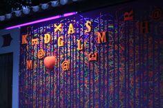Parede externa da Instalação Plástica ´´Vem Brincar Comigo`` - Produzida em 2019 na ONG Tapera das Artes em Aquiraz - Fortaleza Neon Signs, Mockup, Wall, Artists, Fortaleza