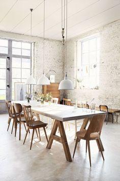 Esta mesa de reuniões inspirou o cenário do filme Um Senhor Estagiário.