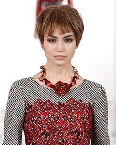 embedded_Oscar_de_la_Renta_fall_2014_floral_necklace