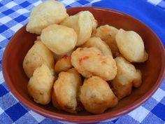 Le pittule salentine alla pizzaiola sono delle frittelle di acqua e farina lievitate,tradizionalmente preparate nelle vigilie delle feste,come L'immacolata.
