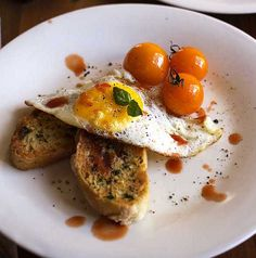 Quick and simple breakfast recipe for Eggs served with garlic bread toast Ingredients 4 slices leftover garlic bread or 4 slices toasted ciabatta rubbed with garlic and herbs 2 tablespoons […]