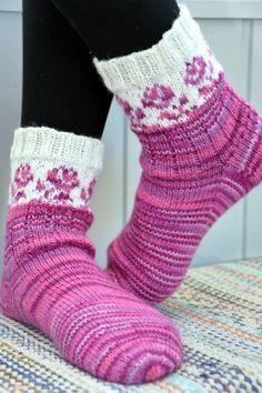 KARDEMUMMAN TALO Wool Socks, Knitting Socks, Mittens, Needlework, Shawl, Knitting Patterns, Gloves, Weaving, Slippers