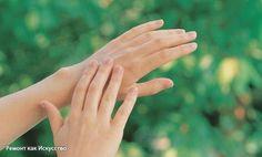 Руки после огорода  В дачно-огородный сезон у каждой женщины возникает большая проблема: возня с землей портит наши руки, а не каждый любит работать в перчатках.  Вот простой совет: взять раствор перекиси водорода 3 % (она продается в любой аптеке) примерно 100 г, добавляем нашатырный спирт 10-20 г, а затем любое моющее средство для мытья посуды или немного порошка.  Все перемешать и опустить руки в раствор. Все трещины, которые потемнели, становятся светлыми. Потом вымыть руки с мылом и…