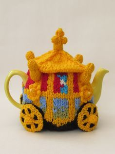 Queen's Golden State Coach Tea Cosy Knitting Pattern http://www.teacosyfolk.co.uk/Queen's-Golden-State-Coach-Tea-cosy-p-127.php Get Ready for the Queens Birthday!