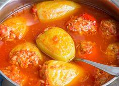 A töltött paprika az egyik legfinomabb magyar étel, ráadásul most pont itt van az ideje, hogy elkészítsük. Paprikát még bőven kapunk frisset, a paradicsom befőzésen már rég túl vagyunk (már aki), szóval minden rendelkezésre áll, hogy főzzünk és együnk egy jót.A… Chili, Curry, Pork, Food And Drink, Stuffed Peppers, Dinner, Vegetables, Ethnic Recipes, Hungarian Recipes