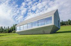 Das Haus der Patkau-Architekten steht wie ein Kristall in einem kanadischen Skigebiet – und macht Lust auf Schnee.
