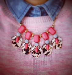Pink Friday 💖💙 #ootd #outfit #outfitoftheday #necklace #jewelry #canda #clockhouse #jeans #today #bling #instapic #instadaily #instagram #instalike #insta #instagood #instaphoto #photooftheday #photo  #myphoto #fashionable #pink #colorful #work #friday