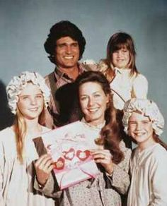 Michael Landon as Charles Ingalls, Karen Grassle as Caroline Ingalls, Melissa Sue Anderson as Mary Ingalls, Melissa Gilbert as Laura Ingalls, Lindsey and Sidney Greenbush as Carrie Ingalls. Michael Landon, 70s Tv Shows, Old Shows, Nostalgia, My Childhood Memories, Best Memories, Melissa Gilbert, Image Film, Oldschool