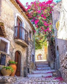 Entry Gates, Time Of Your Life, Sicily Italy, Italy Vacation, Italy Travel, Lake Como, Romantic Getaway, Cool Places To Visit, Beautiful Gardens