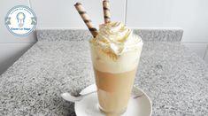 Cómo hacer café helado Latte Recipe, Cafe Bar, Crepes, Parfait, Sweet Recipes, Glass Of Milk, Buffet, Brunch, Ice Cream