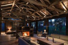 毎日がキャンプ気分!森の中に佇むオシャレな家