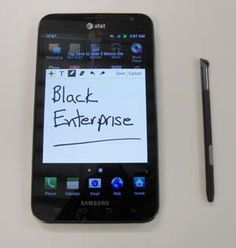 BlackEnterprise.com writer Robert Anthony tests out the Samsung Galaxy Note (Image: Robert Anthony)
