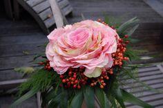 Glamelia bruidsboeket van rozenblaadjes.