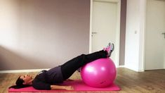 Zuerst Unterbauch vom Hosenbund weg anspannen, dann m… Exercise with rectus diastase. First squeeze the lower abdomen away from the belt, then hold it with the exhale, hold it, breathe further. Diastasis Recti Pregnancy, Pränatales Training, Pregnancy Workout, Mom Workout, Pilates, Lower Abdomen, Abs, Exercise, Workouts