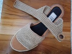 Crochet Flip Flops, Crochet Shoes Pattern, Crochet Sandals, Shoe Pattern, Crochet Slippers, Crochet Flower Tutorial, Spring Boots, Beaded Bracelet Patterns, Crochet Videos