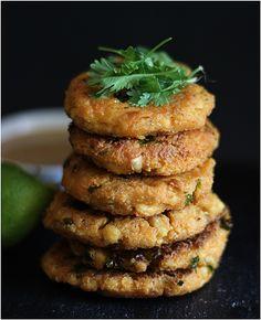 appelsiinejahunajaa: Tofupihvit thai-mauilla Salmon Burgers, Tofu, Vegetarian Recipes, Ethnic Recipes, Inspired, Vegetable Dip Recipes