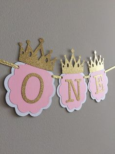 I am ONE, Pink and Gold Birthday Party Decorations. ONE High Chair Banner. Pink and Gold Party. Little Princess, Smash Cake banner Pink und Gold Hochstuhl Banner. Gold Party, Pink And Gold Birthday Party, 1st Birthday Princess, Princess Party, First Birthday Parties, Birthday Party Decorations, First Birthdays, Pink Princess, Cake Birthday