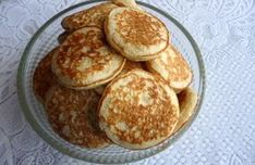 Ovesné lívanečky Quick Recipes, Healthy Recipes, Waffles, Pancakes, Strudel, Fritters, Doughnuts, Food And Drink, Low Carb