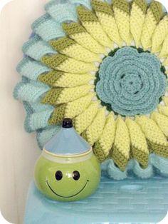 beautiful crochet flower pillow!