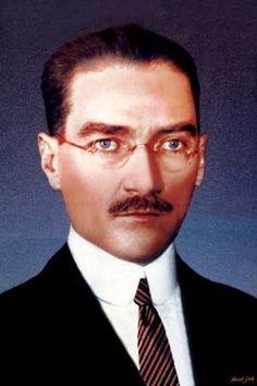 Atatürk'ün gözlüklü şık ve yakışıklı bir resmi