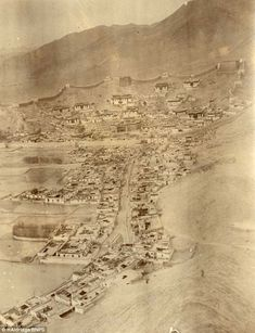 The fortress Gyantse Dzong fell to the British in July 1904 after a determined defence by Tibetans