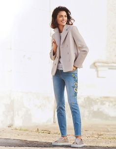 Jeans mit Blumenstickerei, bleached, blau | MADELEINE Mode Trouser Jeans, Trousers, Madeleine Fashion, Outfit Jeans, Mode Inspiration, Jean Outfits, Duster Coat, Chic, Neutral Colors