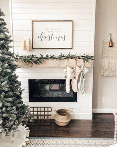The Best Farmhouse Christmas Decor Inspiration Merry Christmas Printable, Merry Christmas Poster, Christmas Wall Art, Christmas Fireplace, Christmas Mantels, Christmas Signs, Christmas Home, White Christmas, Simple Christmas