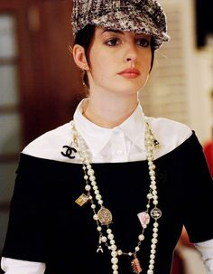 'The Devil Wears Prada' - Anne Hathaway. to die for.one of my fav looks in the movie! love the long layered chanel necklaces Hathaway. to die for.one of my fav looks in the movie! love the long layered chanel necklaces. Chanel Pearls, Chanel Necklace, Chanel Jewelry, Pearl Necklace Outfit, Chanel Chanel, Chanel Bags, Coco Chanel Style, Chanel Clothing, Coco Chanel Fashion
