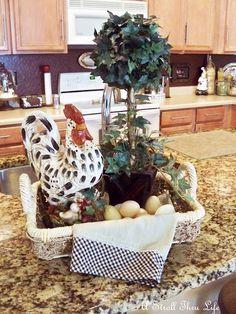 Dekoration Landhaus Crystal In The Kitchen Rooster Kitchen Decor, Rooster Decor, Primitive Kitchen, Primitive Country, Chicken Kitchen Decor, Kitchen Art, Kitchen Ideas, French Country Kitchens, Country Farmhouse Decor