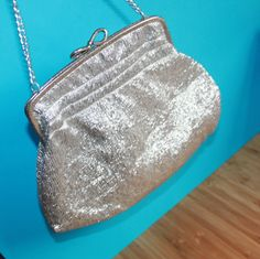 Silver Lurex Handbag on Chain. 1950s Fashion, Vintage Fashion, Luxury Gifts For Her, Vintage Gifts, Evening Bags, Mid Century, Glamour, Touch, Handbags