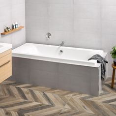 LIQUID delivers crisp, clean external edges combined with the soft symmetry of double back rest contours create a sleek and modern look or sizes Suitable for use in a shower over bath situation Double Ended Bath, Spa Jets, Shower Over Bath, New Zealand Houses, Wall Molding, Bathroom Interior Design, Bathroom Bath, Bathrooms, Bathtub