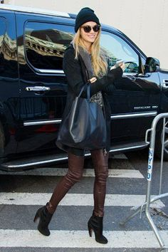 31 Perfect December outfits black leather bag
