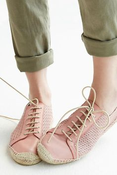 These light pink leather espadrille sneakers are everything. Perfect for a modern-boho look.