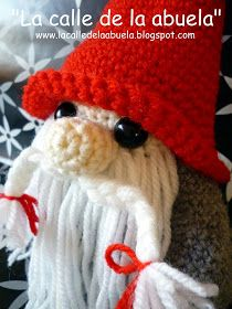 "La calle de la abuela: La familia Tomtez: ""Papá Tomtez"". Patrón Christmas Crochet Patterns, Crochet Hats, Sewing, Toys, Angeles, Amigurumi Doll, Free Pattern, Knitting Hats, Activity Toys"